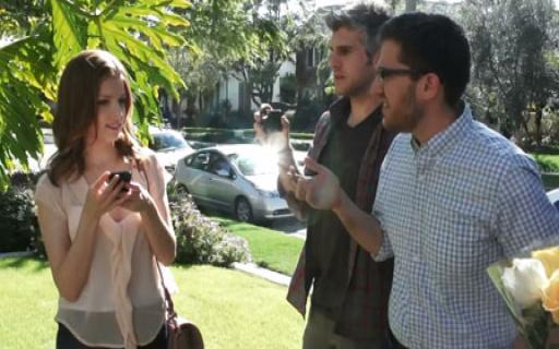 Анна Кендрик и Джо Манганьелло представляют новое промо-видео «Как я дружил в социальных сетях» на MTV