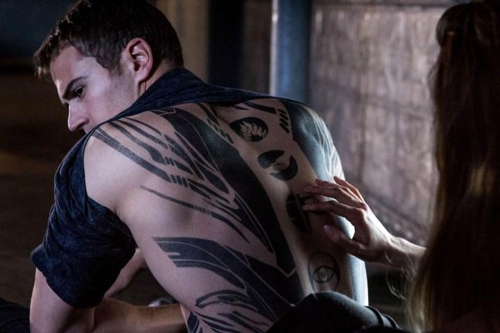 татуировка трис из дивергента картинки