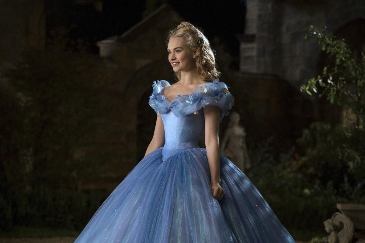 У каких сказочных принцес било золотое платье