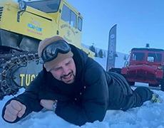 Данила Козловский покоряет альпийские склоны вместе с любимой